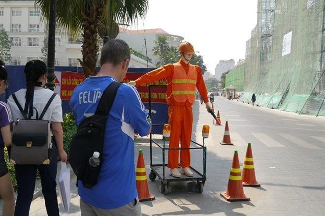 Traffic-guide robot used in HCM City