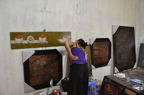 Visitors see VN culture through canvasses in free art excursions