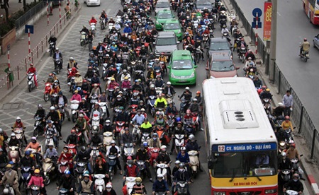 More officers to manage post-Tet traffic in Hanoi