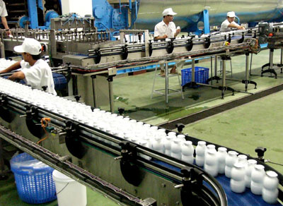 VN dairy producers pour money into liquid milk projects