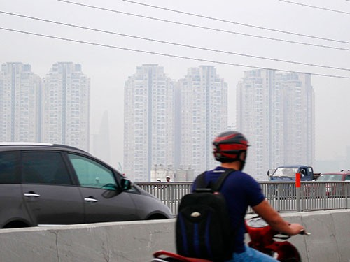 Dust and noise from traffic affect Saigon residents