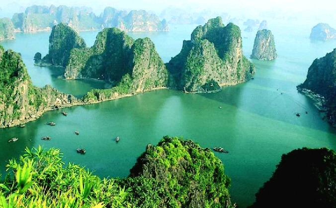 Ha Long Bay among top 15 most amazing rock formations