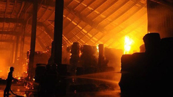 Fire destroys storehouse in Dong Nai IZ