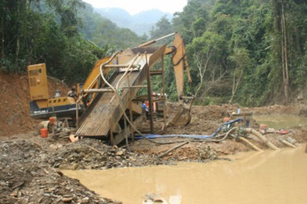 Illegal gold mining pollutes environment in Cao Bang