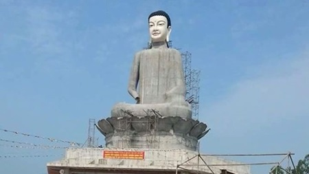 Buddha statue collapses in Thai Binh