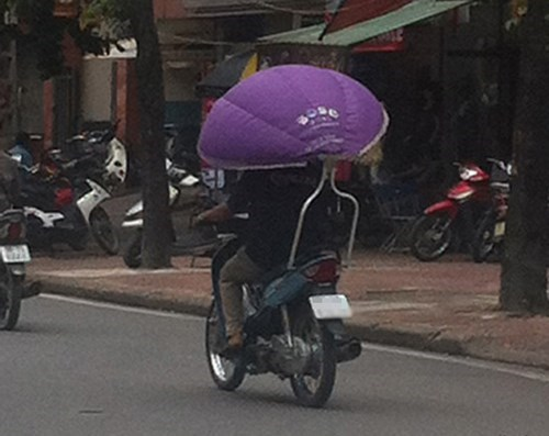 Shielding from the sun, Vietnamese style