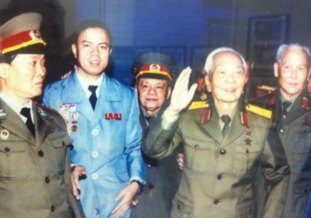 General Giap photos exhibited in capital
