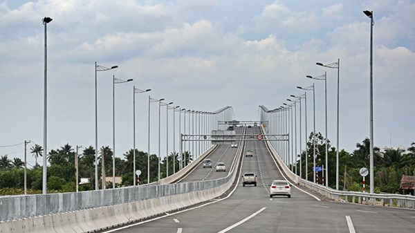Vietnam may sell highway projects to foreign investors