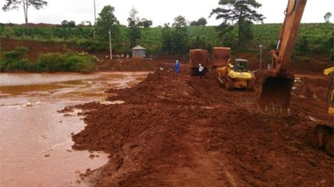 """Scientists concerned about toxicity of """"red mud"""" at bauxite plant"""