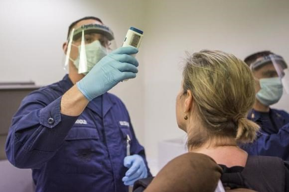 U.S. to allow people from nations hit by Ebola to stay temporarily