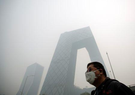 China says APEC pollution curbs not being implemented
