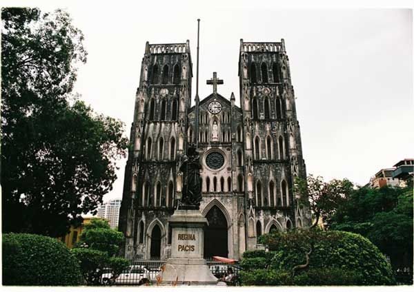Top 5 churches in Vietnam attract tourists