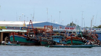 Ca Mau seaports flooded in waste