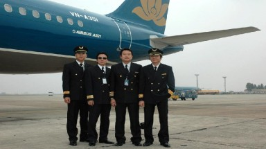 Vietnam Airlines' pilots demand pay rise