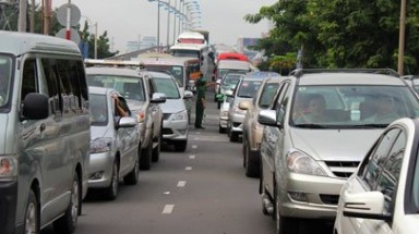 HCM City mulls car registration quota