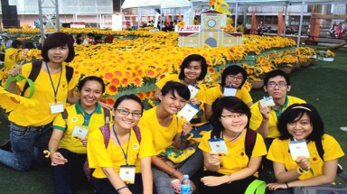 Paper sunflowers carry on Thuy's dream