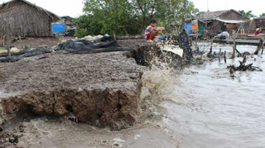 Erosion threatens homes in Mekong Delta region