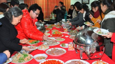 Vietnamese abroad celebrate traditional Tet