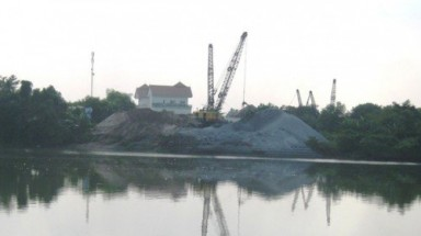Authorities unable to control Illegal sand exploitation on Dong Nai River