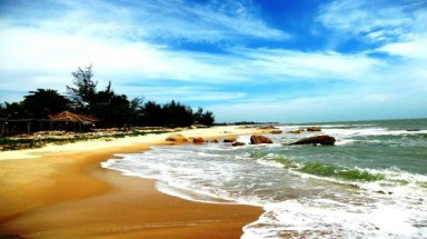 Vietnam's Ho Coc honored as cheap paradise on earth
