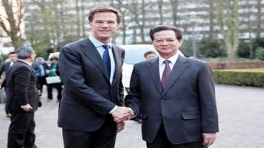 PM holds talks with Dutch counterpart