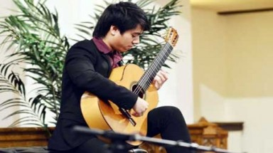 Vietnamese guitarist defeats 200 to win Yale scholarship