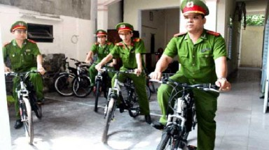Da Nang police go green, get friendly