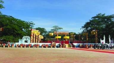 Explore Lam Kinh historic site