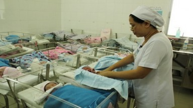 Vietnam urged to allow paternity leave, improve maternity protection