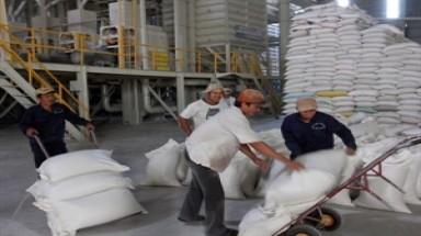 Vietnam donates rice to Angolan drought victims