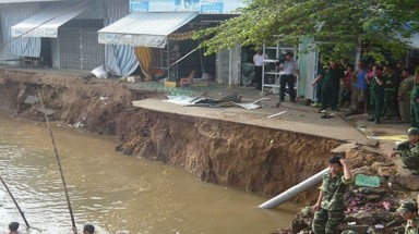 More landslides occur in Mekong River Delta