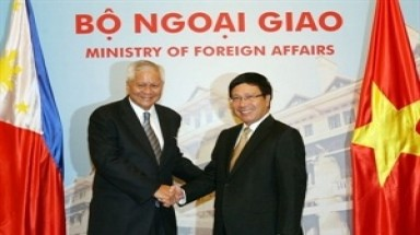 Foreign Minister holds talks with Philippine counterpart