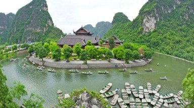 "18 world heritage sites: Vietnam ""losing"" billions of dollars?"