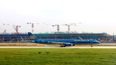 Noi Bai to close one runway for maintenance in August
