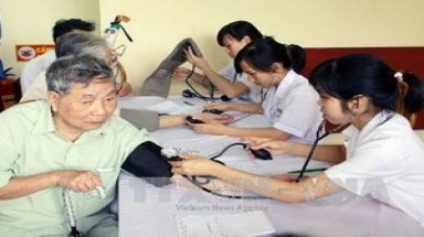 Hanoi to add more doctors for improving health services