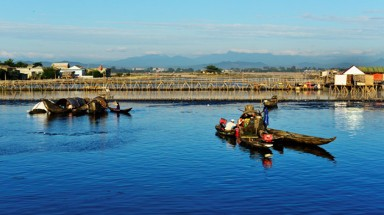 Peaceful life in Chuon lagoon