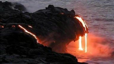 Lava flow from Hawaii volcano could threaten homes, scientists say