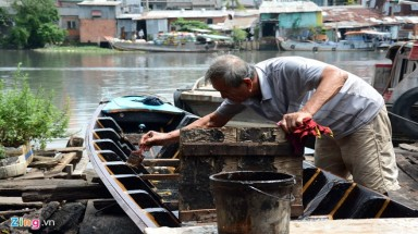 Octogenarian repairs boats for six decades in Saigon