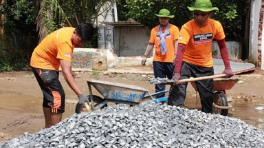 Malaysian students joining Vietnam volunteer program to teach English, build roads