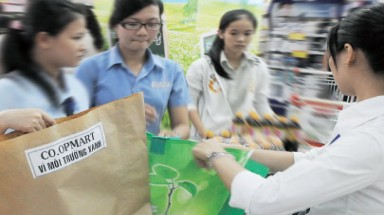 Plastic bags still more popular than biodegradable bags