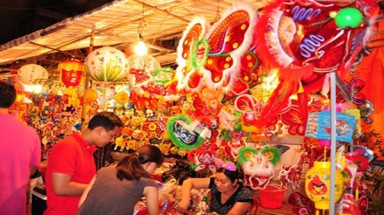 Local lanterns light up markets
