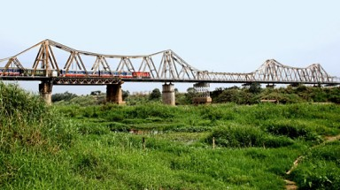 Hanoi to build new bridge near Long Bien Bridge