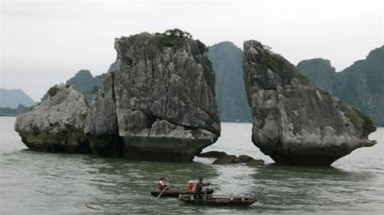 Cruise ship sinks in Vietnam's Ha Long Bay, 12 foreigners rescued