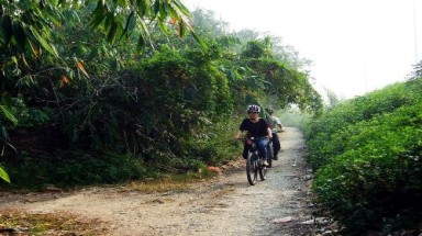 Take a one-day bike trip to ancient Dong Ngac village