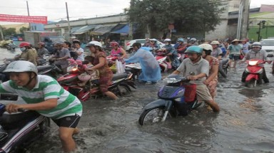 HCM City flood-prevention projects lack funds