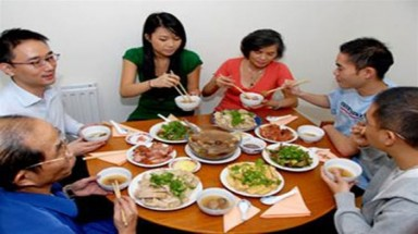Eating and etiquette: Top tips for joining a VN family meal