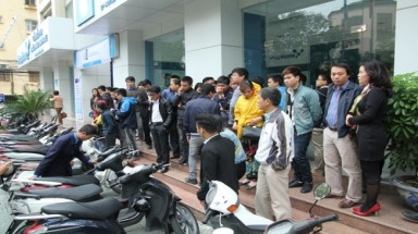 iPhone 5S than 5C officially sold in Vietnam today