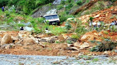 Mountain people struggle with landslide after storm Haiyan