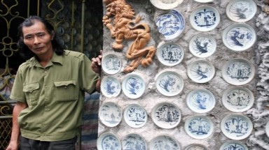 The bizarre house covered by 8,000 ancient dishes