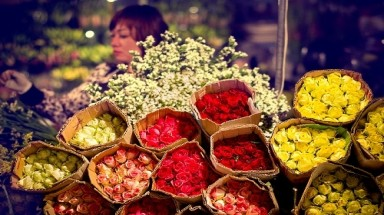 Night flower markets in Hanoi